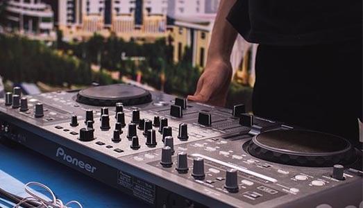 DJ controllers vergelijken