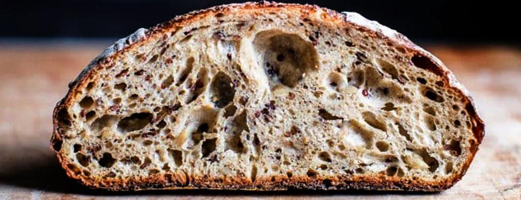 brood snijden met snijmachine