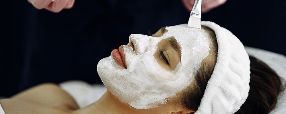 gezicht met hydraterend masker