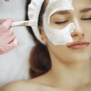 gezichtsmasker opdoen